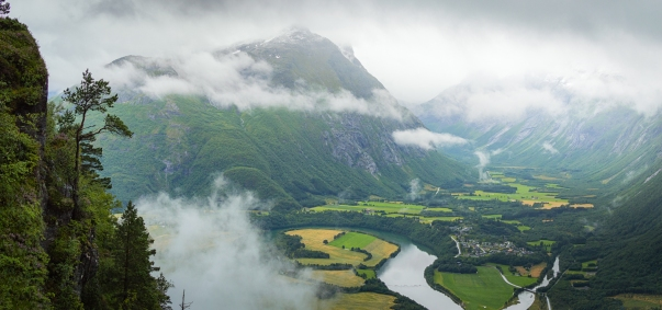 MOUNTAIN VALLEY. NORWAY.