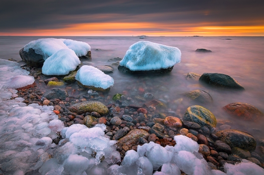 ICY SHORE IN SWEDEN. SWEDEN.